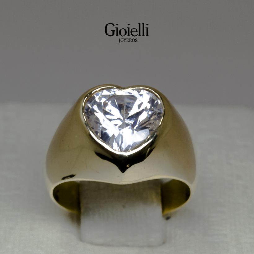 anillo en oro con circon corazon