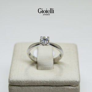 Anillo solitario en Oro blanco 18k con Diamante