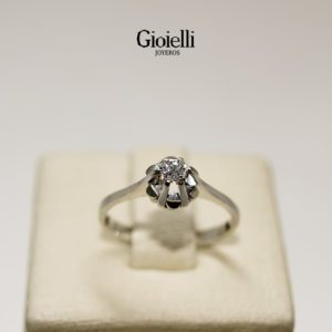 anillo en oro blanco con diamante