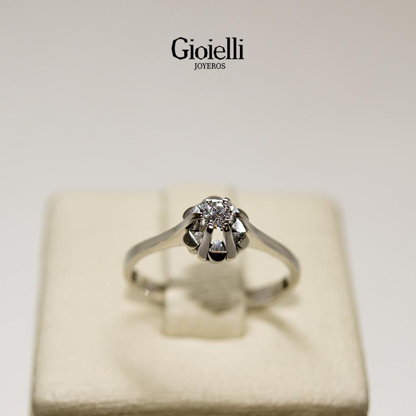 anillo en oro blanco con diamante