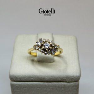 anillo de compromiso en oro con diamantes