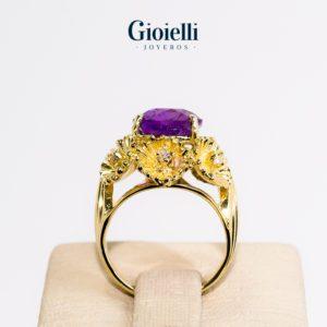 anillo en oro 18 kilates con amatista y diamantes