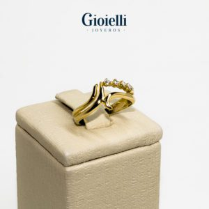 anillo en Oro 18 kilates con circones